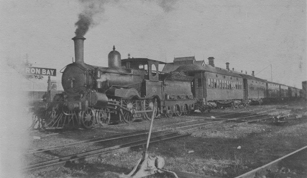 Locomotive-No.124-with-what-appears-to-be-an-excursion-train-at-Byron-Bay-circa-1920_photo-courtesy-Glen-Aspinall