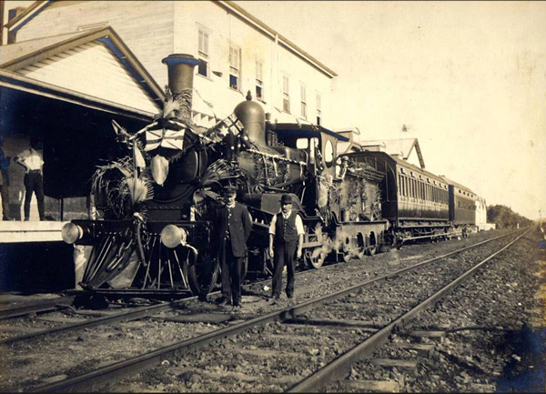 Train-at-Norco-factory-Byron-Bay-early-1900s
